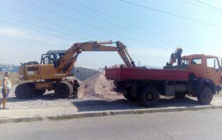 багер-товари-камион