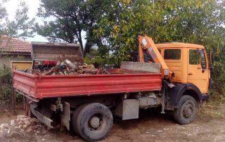камион-с-щипка-готов-да-товари