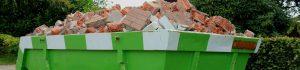пълен-с-тухли-контейнер-за-отпадъци
