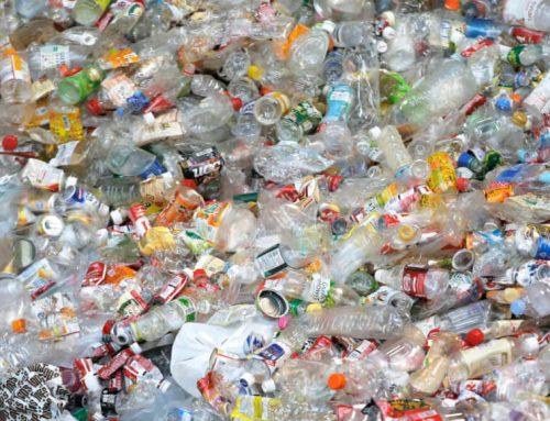 Изхвърляне на пластмасови отпадъци